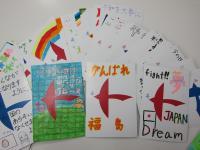 福島の砂に子供靴600足 震災犠牲者鎮魂の思い