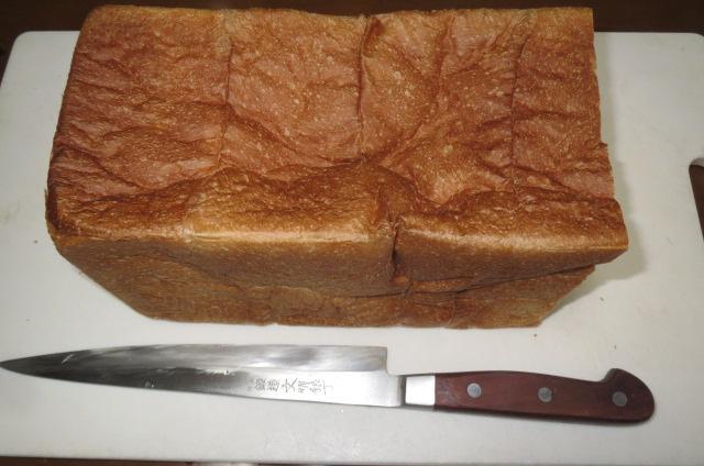 食パンを切るのに刺身包丁が一番・大発見!