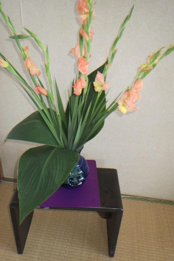 八幡・「まるごと館」で野菜とオクラの花で・・・。
