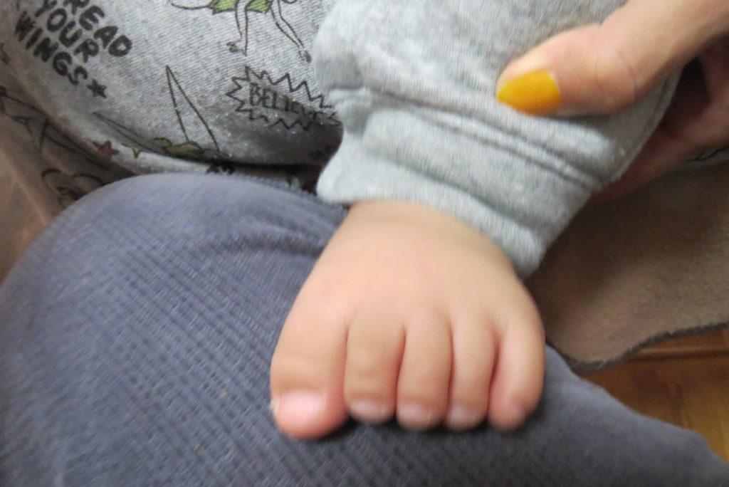 友人のお孫さんの可愛い足・・