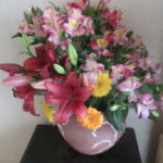 友人より豪華な花を頂いて